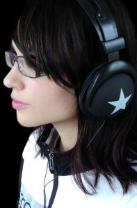 headphones-468924_640